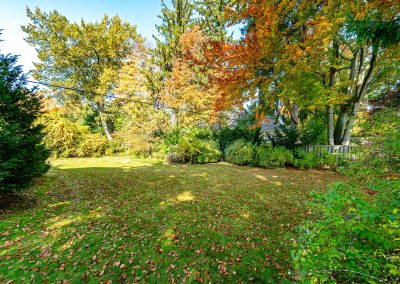 189 FORESTWOOD DRIVE OAKVILLE - Yard-(1)